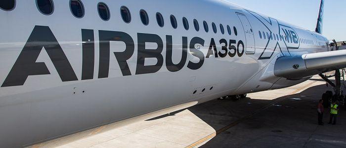 1024px-Airbus_A-350_XWB_F-WWYB_cabine_passagers_2
